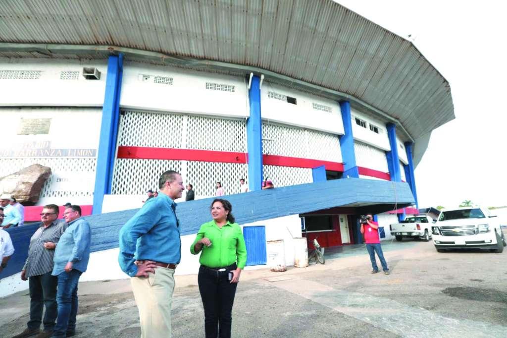 El gobernador Quirino Ordaz y la alcaldesa María Aurelia Leal recorrieron ayer las obras.FOTO: ESPECIAL