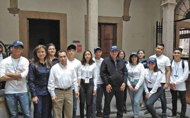 EQUIPO. Los embajadores turísticos apoyarán y orientarán a los visitantes de San Luis Potosí. Foto: Especial