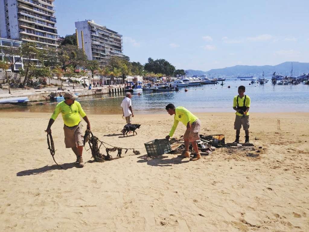 TIRADERO. Varios destinos turísticos refuerzan sus operativos para recolectar desechos en playas y calles. Foto: Especial