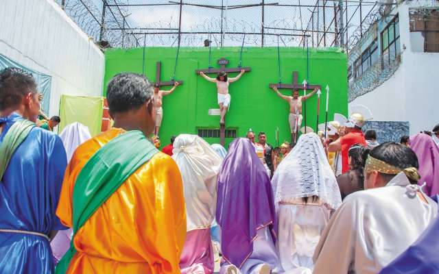 Desde hace 47 años, los reclusos conmemoran la Semana Santa en el penal.FOTOS: CORTESÍA