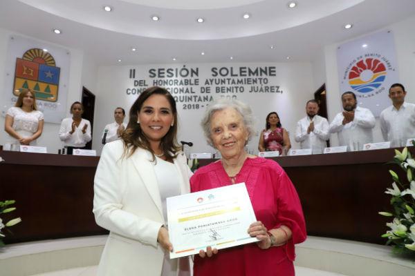 """La escritora y periodista Elena Poniatowska fue declarada como """"huésped distinguido""""  en Cancún. Foto: Mauricio Conde"""
