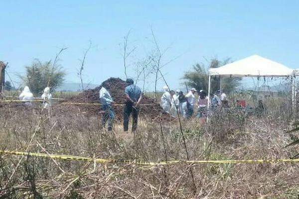 Peritos y familiares hallan dos fosas clandestinas en Nayarit