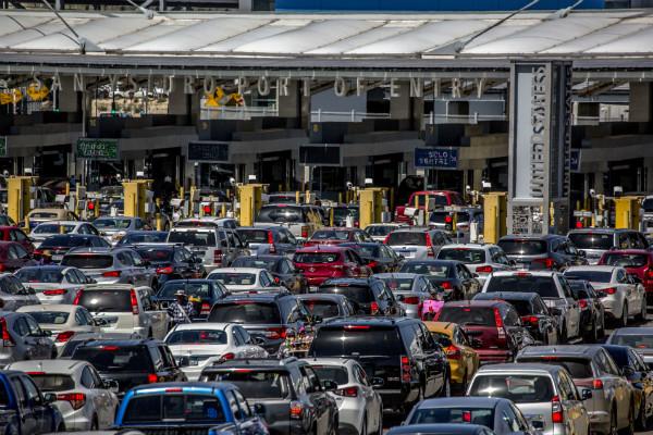 En un comunicado de prensa, el sector maquilador instalado en México expuso que, hasta el momento, el paso comercial y de pasajeros con destino hacia Estados Unidos transcurre con lentitud,