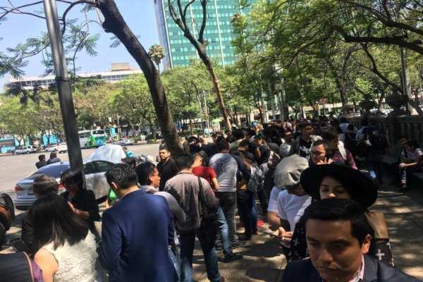 Hasta las 12:45 de la tarde, habían pasado 845 personas a tomarse su fotografía. Foto: Omar Tinoco
