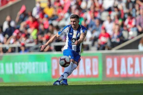 Herrera no podrá disputar el partido por acumulación de tarjetas amarillas. Foto: Héctor Herrera