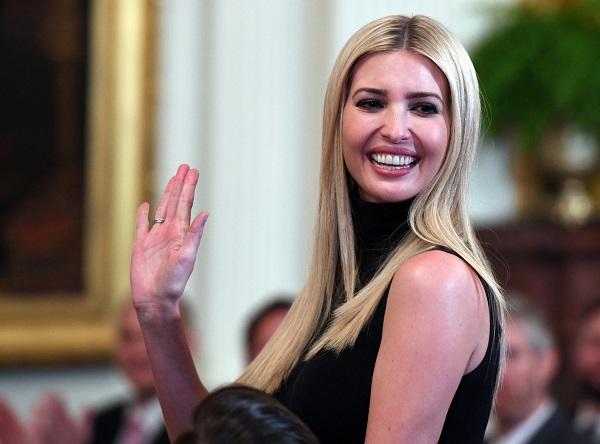 La hija del presidente sigue los temas económicos y laborales ya que actualmente trabaja en un proyecto que beneficiaría las condiciones laborales de los estadounidenses. Foto: AFP