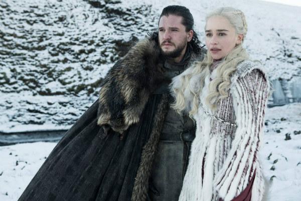 Sam reveló que Jon Snow no es un bastardo y su verdadero nombre es Aegon Targaryen, el legítimo heredero de los 7 reinos; Bran se encuentra frente a frente con Jaime Laninster, que ya es buscadopor Cersei para asesinarlo