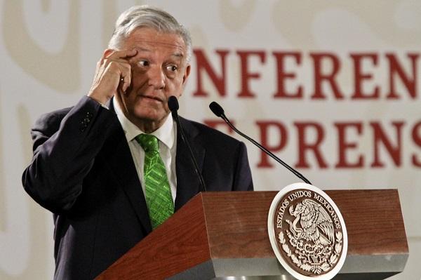 Este martes, el presidente López Obrador firmó un memorándum que cancela la Reforma Educativa. Foto: Notimex
