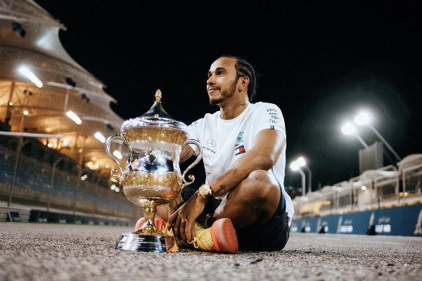 Lewis Hamilton ganó la carrera de Bahréin, lo que significó su victoria 74 en la máxima categoría