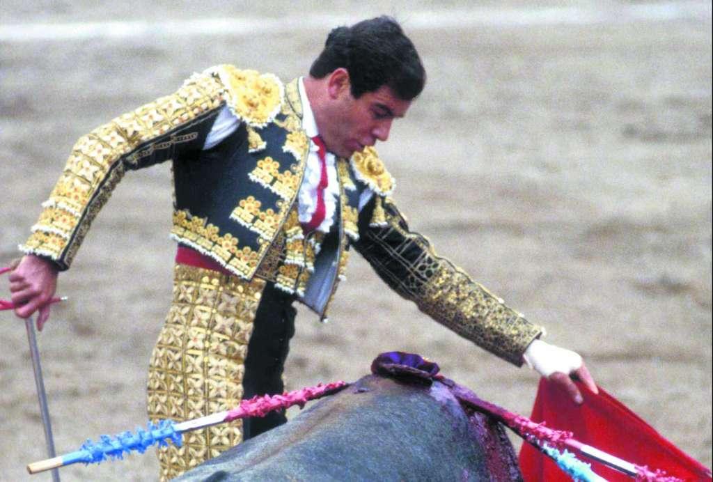 CLASE. Uno de los toreros con más elegancia de nuestro país regresa. Una postal de él en 1993. Foto: MEXSPORT
