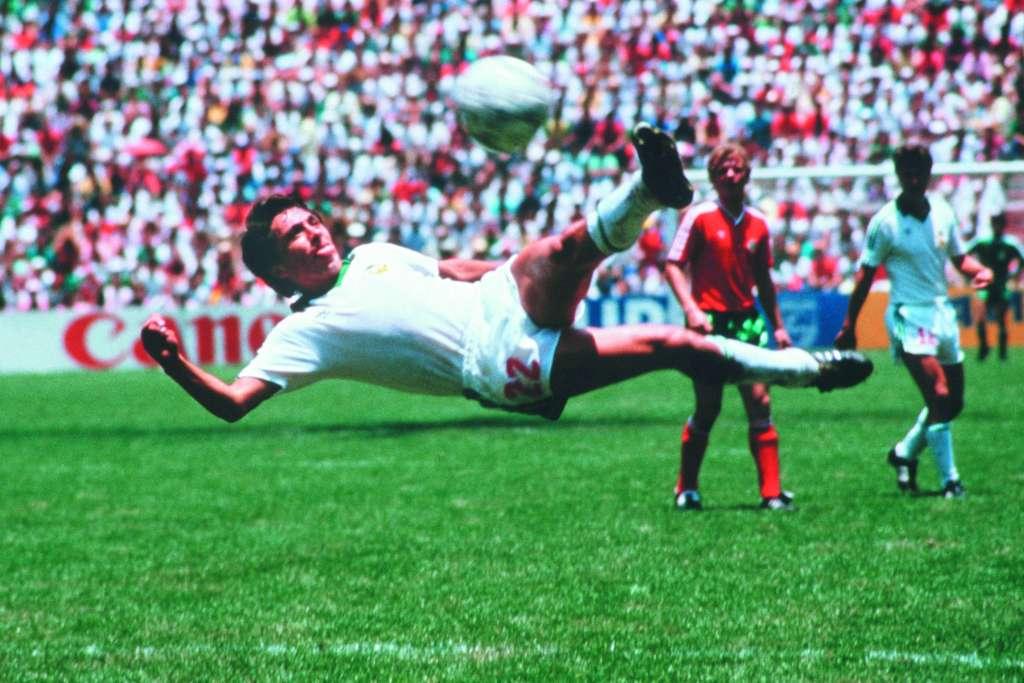 MANUEL NEGRETE MÉXICO l 15 de junio de 1986. l 8vos. Mundial México 1986. l México 2-0 Bulgaria l 1-0 (34') l De tijera con la pierna izquierda. l Portería: Norte. FOTO. ESPECIAL