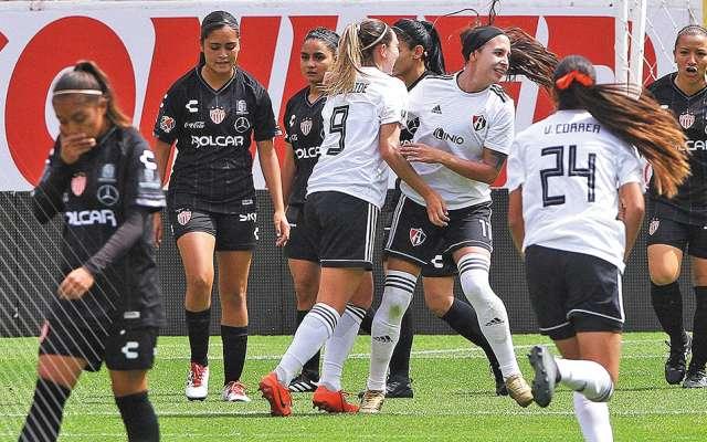 PELIGROSA. Fabiola Ibarra (11) abrió el marcador para el Atlas, en el duelo de la última jornada ante el Necaxa. Foto: @ATLASFCFEMENIL