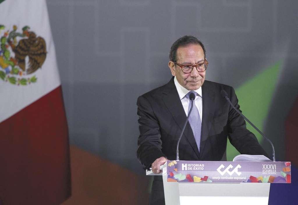 REUNIÓN. Carlos Salazar Lomelín, presidente del CCE, visitó a los legisladores. Foto: Notimex