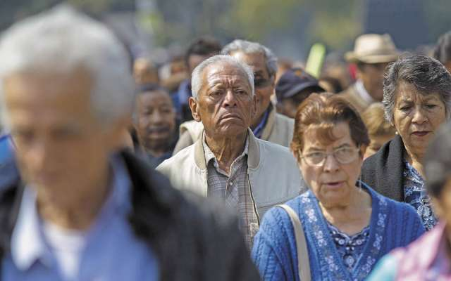 Para mejorar la pensión de los mexicanos, se necesita aportar 16% del salario. FOTO: CUARTOSCURO