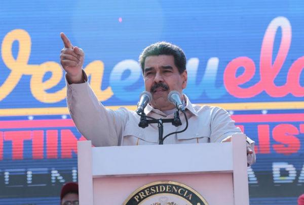 Maduro señaló que de acuerdo con las investigaciones, los apagones se deben a la introducción de virus en el sistema eléctrico. FOTO: ESPECIAL