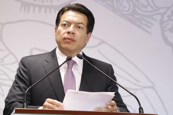 El coordinador de la bancada de Morena prevé que este jueves se distribuya el predictamen en comisiones. Foto: @mario_delgado