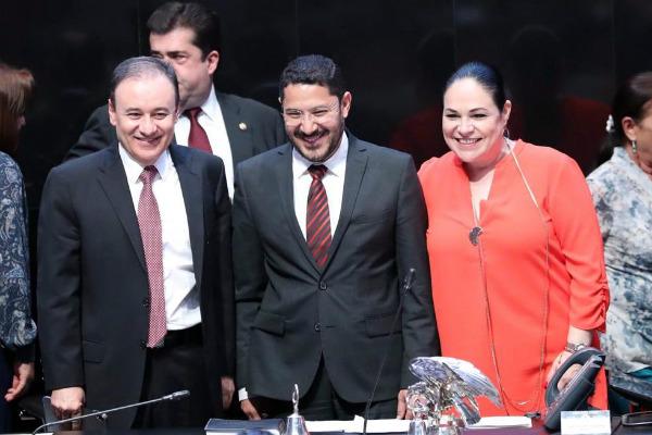 A petición de los coordinadores de los grupos parlamentarios, la discusión de este dictamen será el lunes 29 de abril, explicó Martí Batres