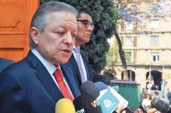 Al término de la reunión, el ministro dijo que reiteraron el compromiso de cooperación. FOTO: ESPECIAL