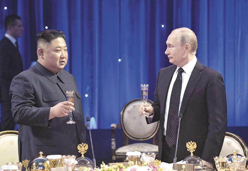 La reunión entre Kim y Putin tuvo lugar en el campus de la Universidad Federal del Lejano Oriente, en la cercana isla de Russki.FOTO: ESPECIAL