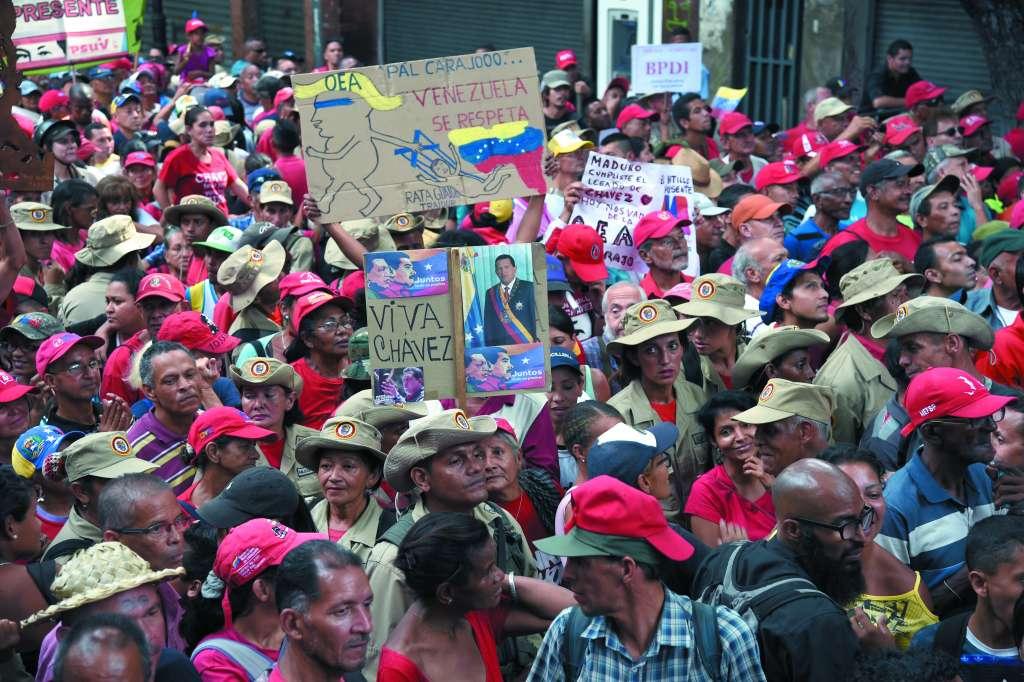 Simpatizantes de Maduro participan en una protesta convocada por la presidencia. FOTO: ESPECIAL
