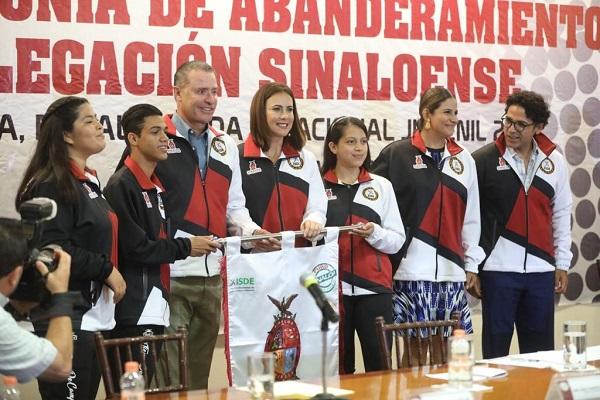 El gobernador Quirino Ordaz Coppel les recomendó a los jóvenes llevar a sus diferentes eventos, una mentalidad y actitud triunfadora. Foto: Especial