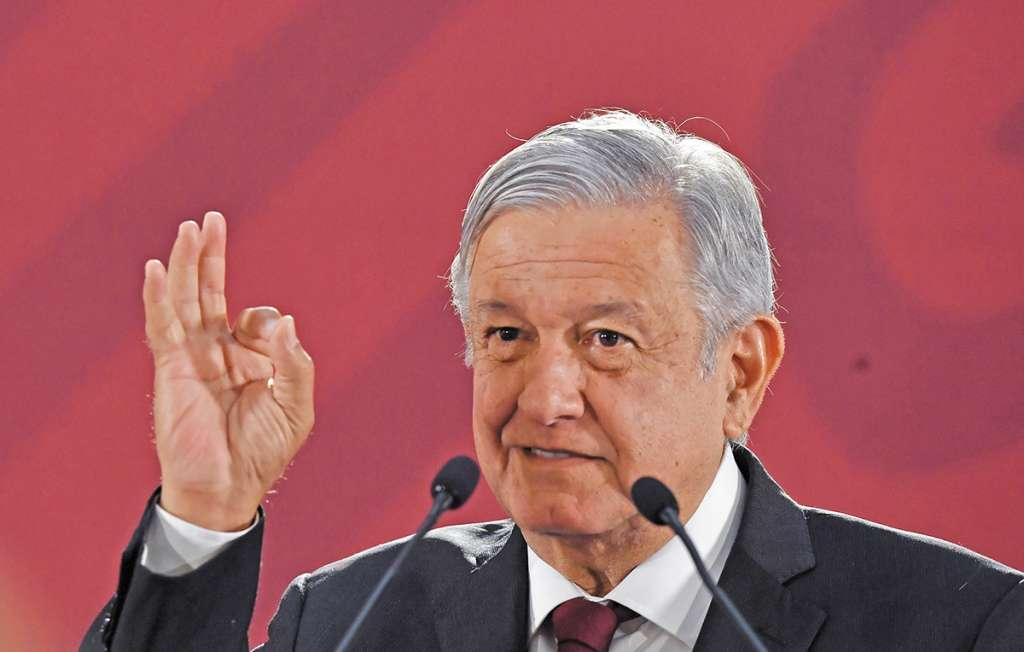 López Obrador dejó ver su gusto por la Biblia.FOTO: ESPECIAL