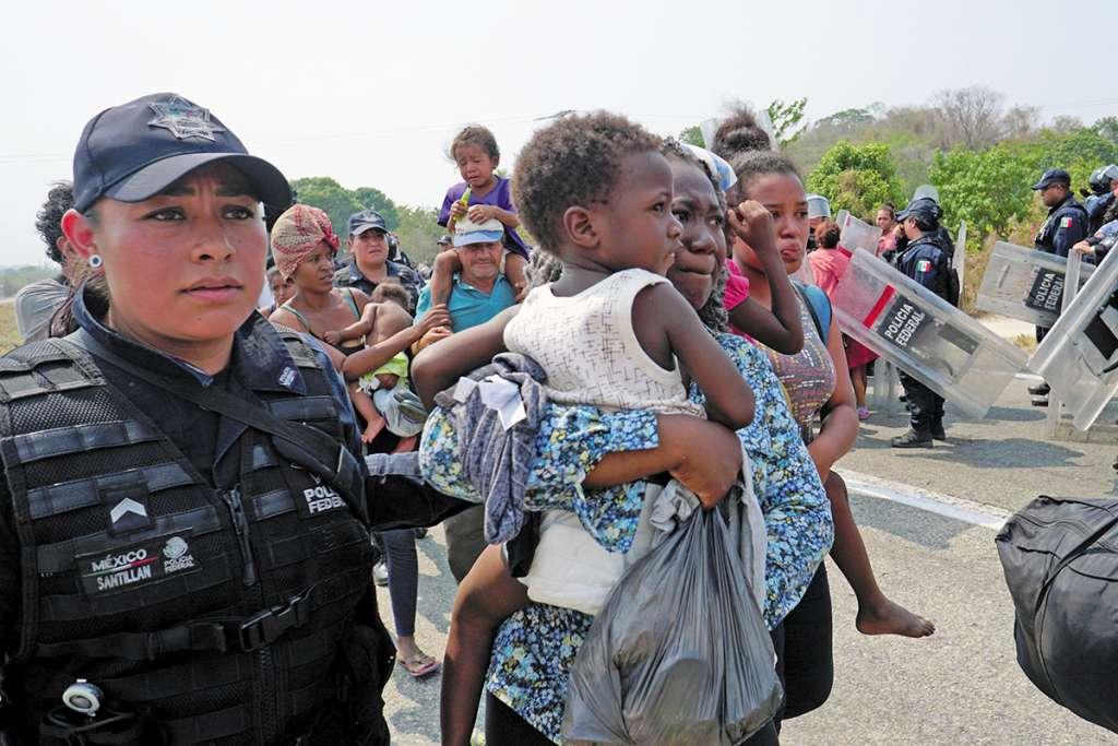 En el operativo de las autoridades migratorias, se aseguró a familias originarias de Cuba y algunas otras islas del Caribe que ingresaron de forma ilegal. FOTO: REUTERS