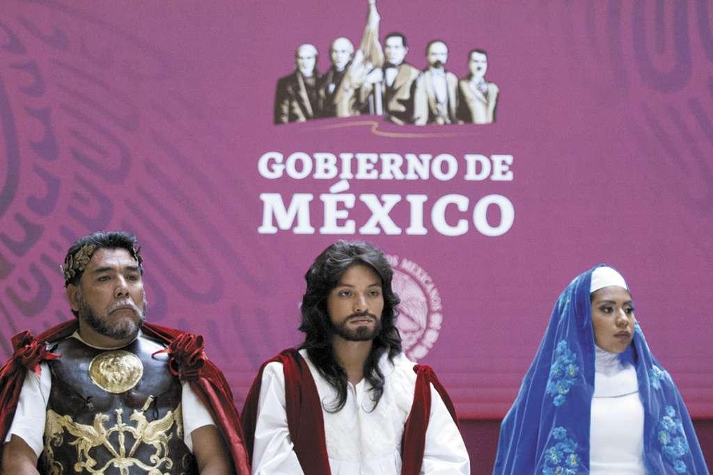 José Antonio y sus compañeros actores acudieron a Palacio Nacional, donde autoridades solicitaron a la Unesco que la Semana Santa de Iztapalapa sea declarada Patrimonio Cultural. FOTO:CUARTOSCURO