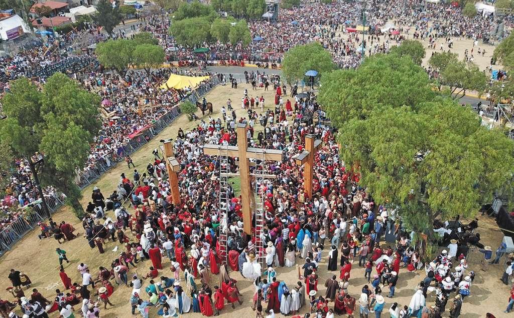 El Cerro de la Estrella fue el escenario de la 176 representación del Viacrucis de Jesucristo, donde los personajes ensayaron desde enero.FOTOS: ARTURO VEGA VIVANCO / VÍCTOR GAHBLER