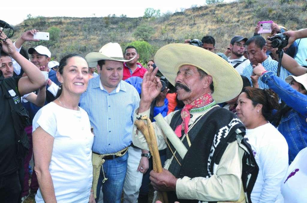 Sheinbaum dialogó con vecinos de la zona.FOTO: ESPECIAL