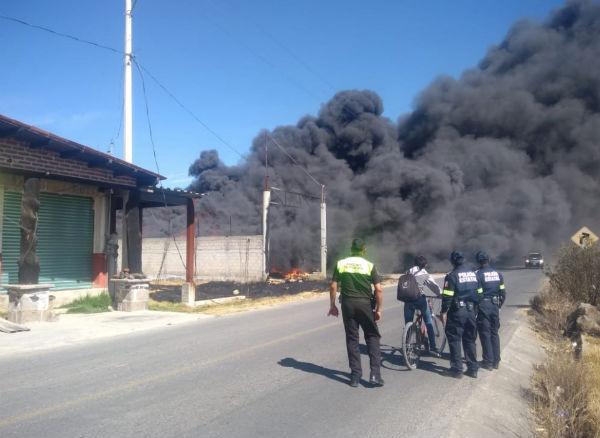 El incendio puede verse a varios kilómetros de distancia. FOTO: @SS_Edomex
