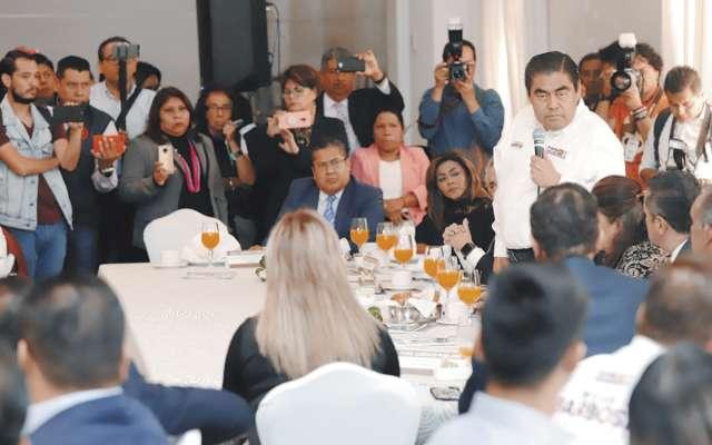 El candidato aliancista se reunió con asociaciones de abogados en un hotel de Puebla. FOTO:ESPECIAL