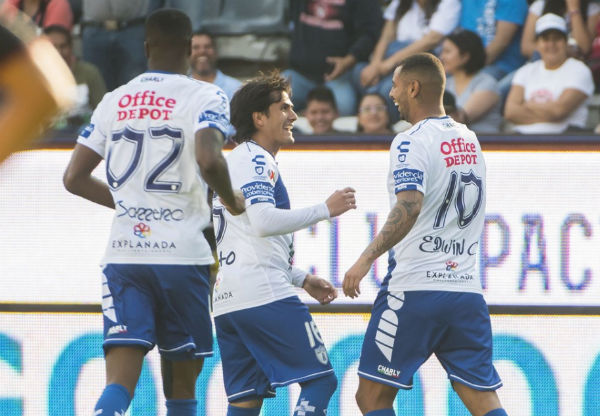 Edwin Cardona festeja gol