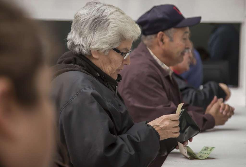 Al Banco de México le preocupa que la baja inversión se traduzca en una disminución en el gasto de los consumidores. Foto: Cuartoscuro