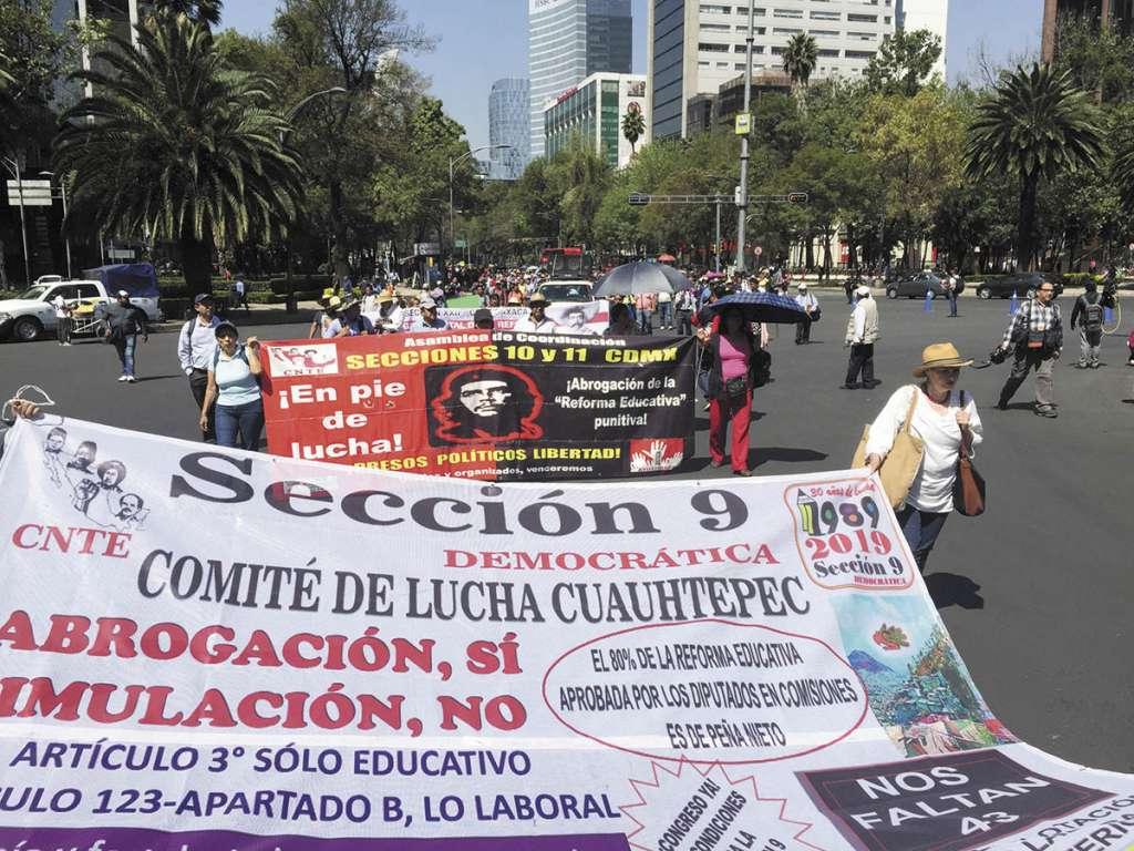 Integrantes de la Coordinadora, ayer, tomaron Paseo de la Reforma.FOTO: FEDERICO GAMA