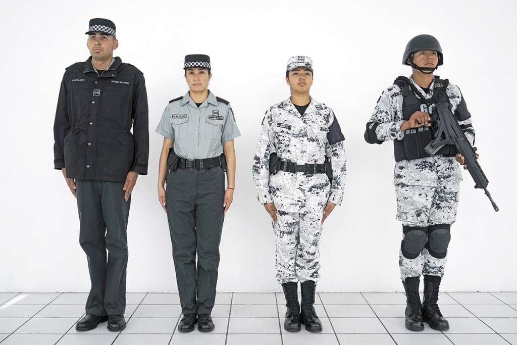 El Presidente presentó el 27 de marzo los uniformes de las divisiones de la Guardia Nacional. FOTO: ESPECIAL