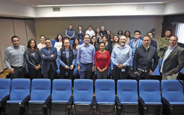 FUERZA. Raúl Cortés y el equipo de periodistas de El Heraldo de México. Foto: Víctor Gahbler
