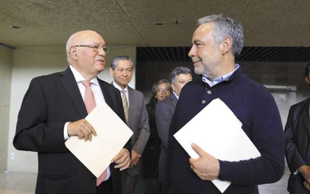 El diputado Alfonso Ramírez Cuéllar (der.) participó en el Segundo Foro entre legisladores en Materia Hacendaria. FOTO:CUARTOSCURO