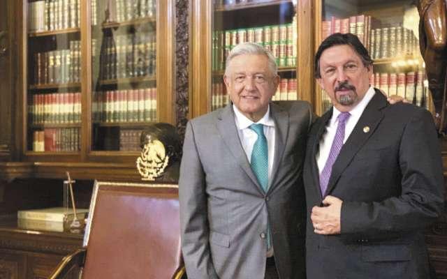 López Obrador recibió en Palacio Nacional al líder minero. FOTO:ESPECIAL