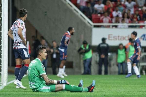 Mientras los de Puebla festejaban, los del chiverío no encontraban la fórmula futbolÍstica. FOTO: ESPECIAL