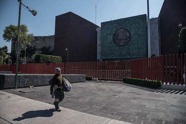 Debido a las protestas de maestros, cancelaron dos sesiones en el Palacio Legislativo de San Lázaro. Foto: Cuartoscuro