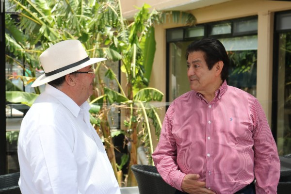Hugo Burgos García y Armando Bojórquez en Bernal