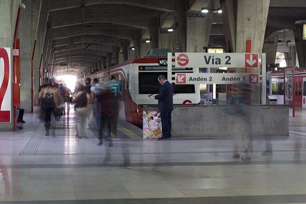 El Tren Suburbano informó que las máquinas de venta están operando normalmente, sin embargo, las taquillas permanecen cerradas para que el Ministerio Público del Estado de México realice las diligencias correspondientes. FOTO: CUARTOSCURO