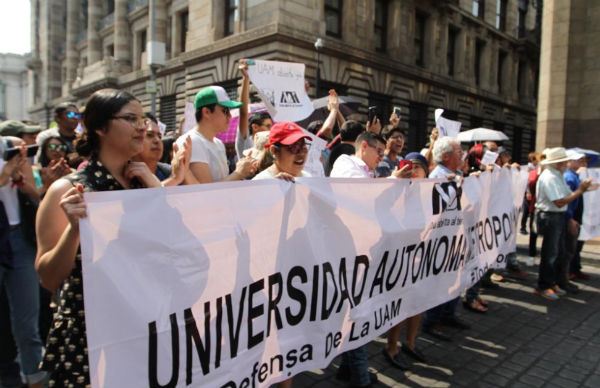 Los manifestantes llegaron al Zócalo capitalino luego de caminar por las vialidades aledañas. FOTO: NOTIMEX
