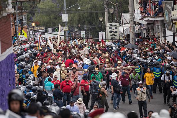 En Iztapalapa cada año se realiza la representación del viacrucis de Jesús. FOTO: CUARTOSCURO