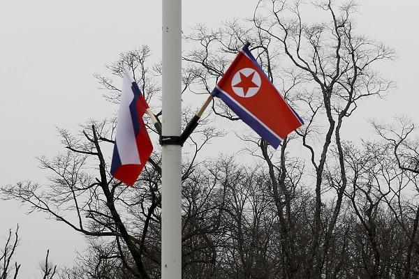 VISITA. Decoran las ciudades rusas con banderas de ambas naciones. Foto: AP