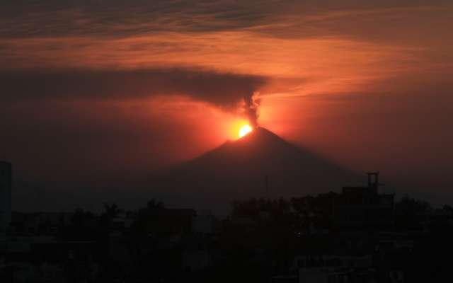 Protección Civil recordó que la alerta volcánica permanece en Amarillo  Fase 3 y que el radio de seguridad es de 12 km. Foto: Cuartoscuro