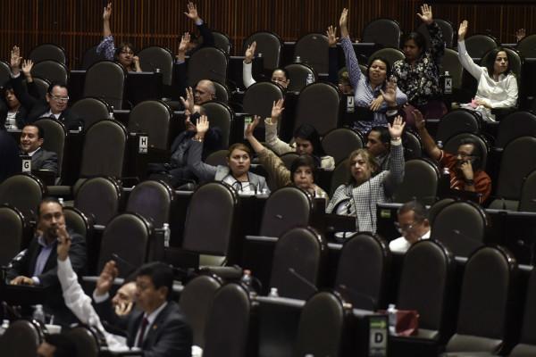 Mario Delgado expuso que solo se hará una adenda al dictamen aprobado en comisiones, y aseguró que ello de ninguna manera significa una ruptura con la CNTE