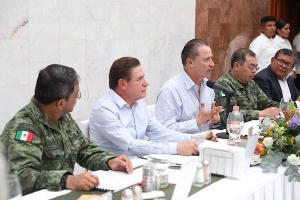 Quirino Ordaz Coppel y José Rosas Aispuro se reunieron en la Comandancia de la Tercera Región Militar. Foto: Especial