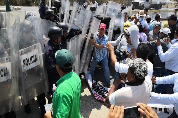Los inconformes pedían al gobierno de Chilpancingo atender sus demandas laborales. Foto: Especial